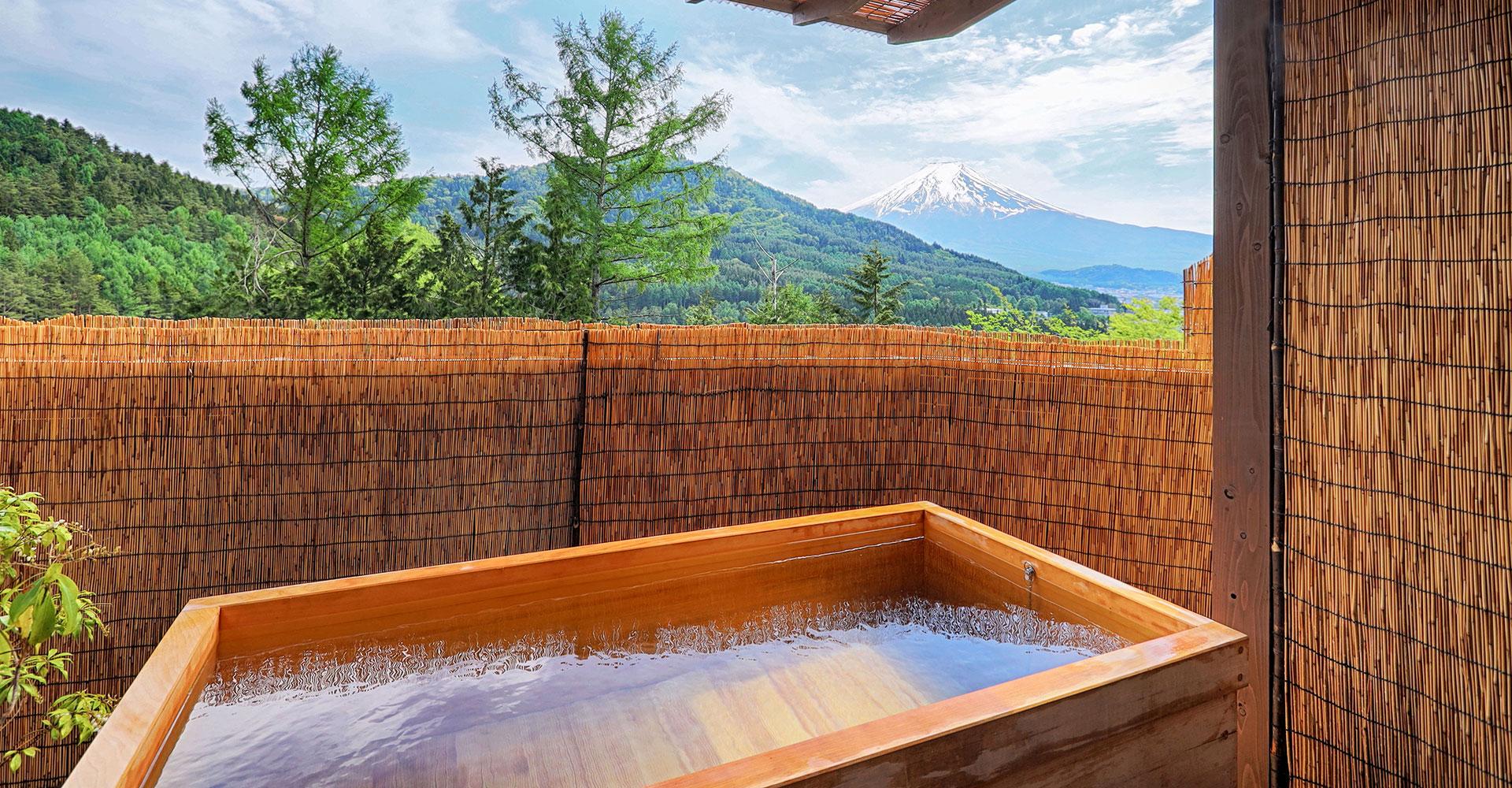 天然鉱泉の貸切露天風呂